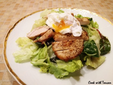 Chicken breast with salad mix and poached egg