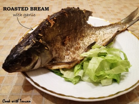Roasted common bream with garlic, salad with lemon juice